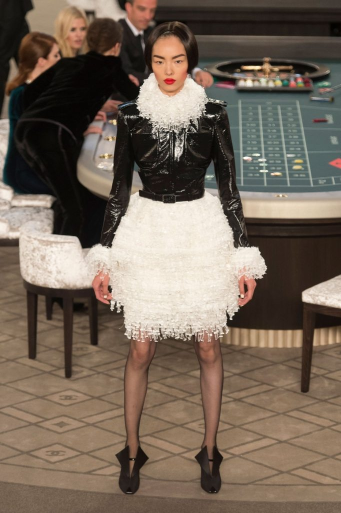 Bets on the table chanel haute couture fall 2016 idsetters for Haute couture materials