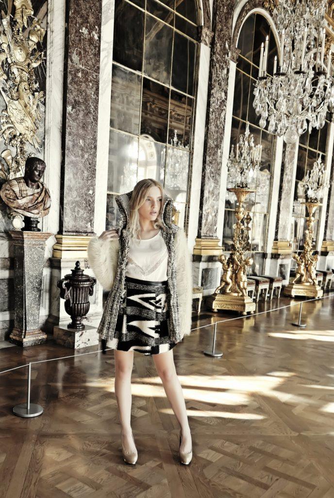 editorial de moda no castelo de versalhes sala dos espelhos