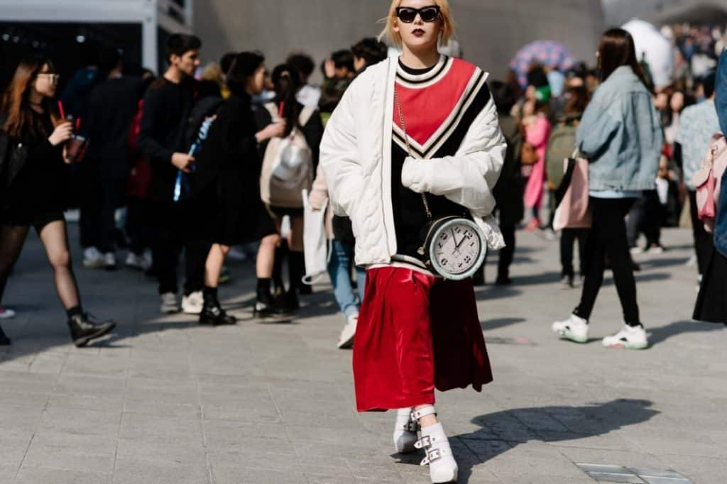 06-seoul-street-style-fw16-day3 on the clock