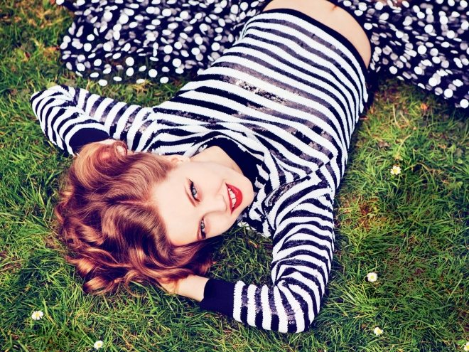 lindsey wixson by ellen von unwerth for vogue russia july 2015 IDsetters (9)