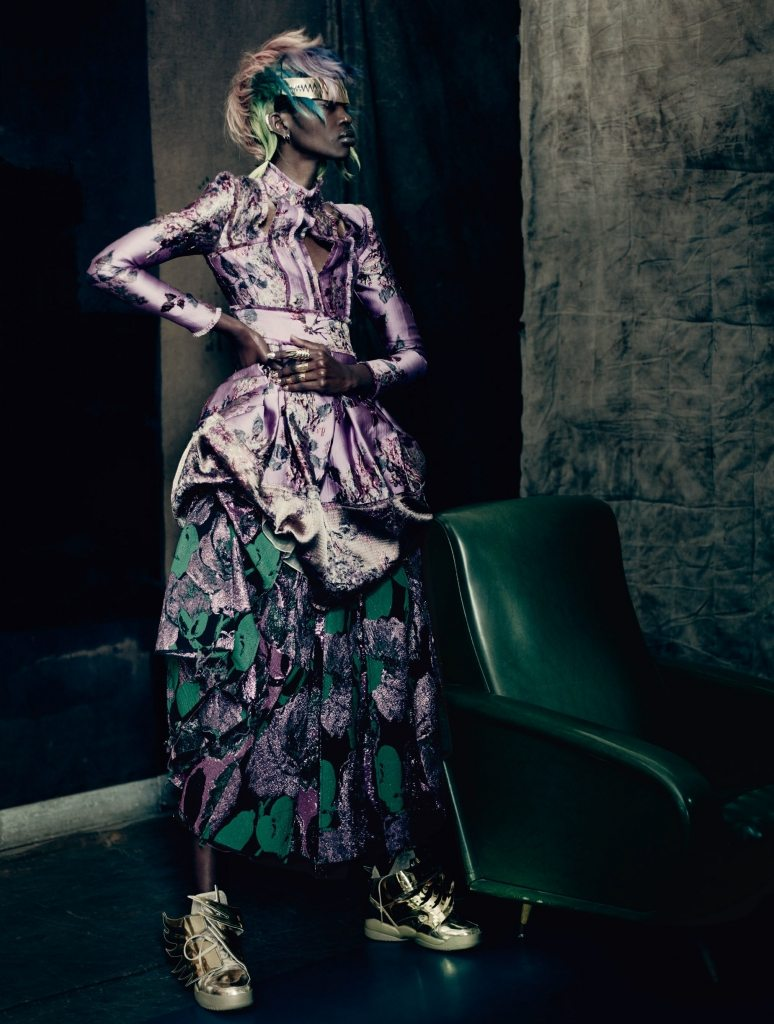 UK VOGUE SEPTEMBER 2015 THE SHINING by Paolo Roversi IDsetters image only001