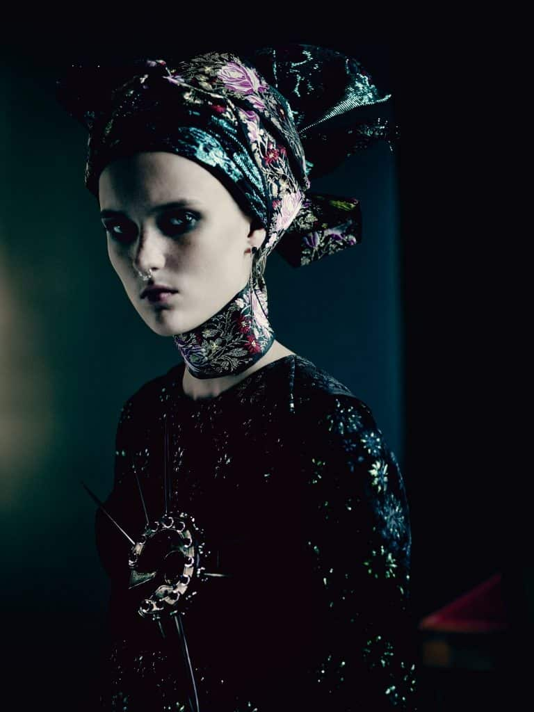 UK VOGUE SEPTEMBER 2015 THE SHINING by Paolo Roversi IDsetters image only002