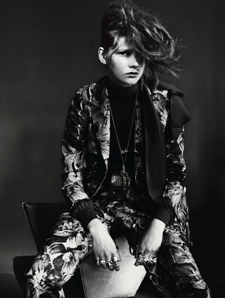 UK VOGUE SEPTEMBER 2015 THE SHINING by Paolo Roversi IDsetters image only003