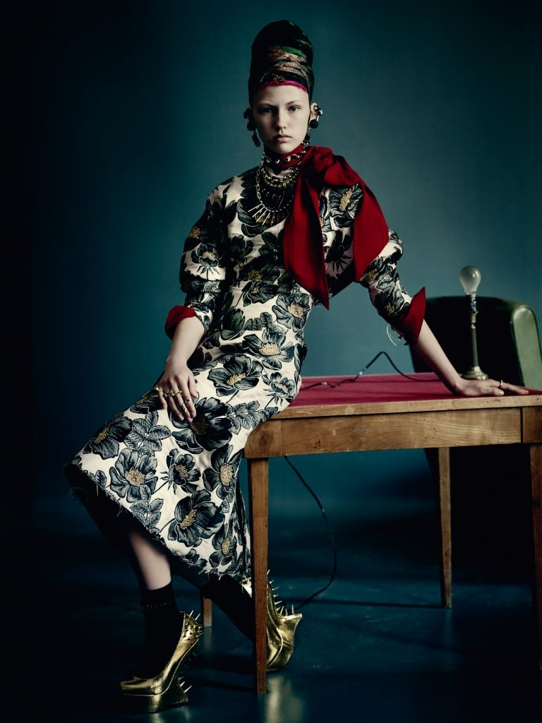 UK VOGUE SEPTEMBER 2015 THE SHINING by Paolo Roversi IDsetters image only004