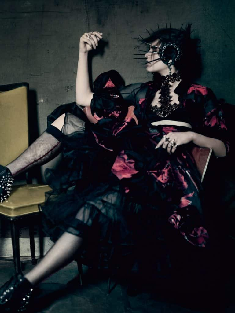 UK VOGUE SEPTEMBER 2015 THE SHINING by Paolo Roversi IDsetters image only011