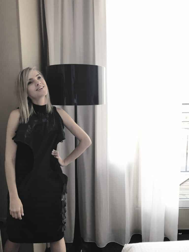 style-blogger-ingrid-lima-getting-ready-for-paris-fashion-week-simone-chap-couture-dress-2